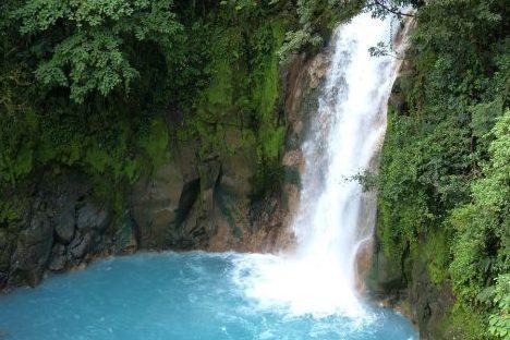cascade celeste Fleuve Célester rio celeste au costa rica voyage Rivière Céleste