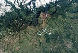 volcan turrialba costa rica voyage fumée vue satellite