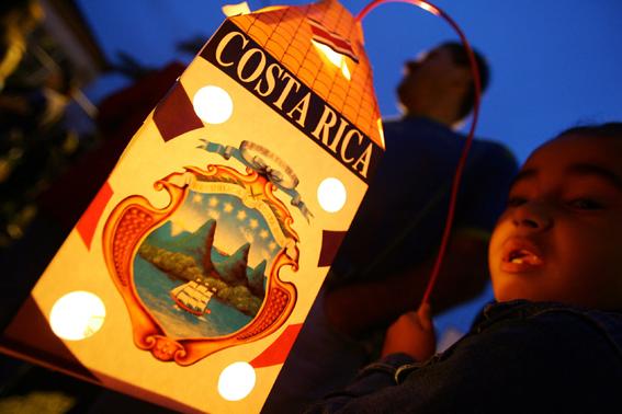 costa rica voyage agence de voyage indépendance du costa rica fille lanterne défilé 15 septembre fête