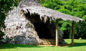 indigènes du costa rica voyage agence francophone française sur mesure indigène autochtone cahute maison primitive